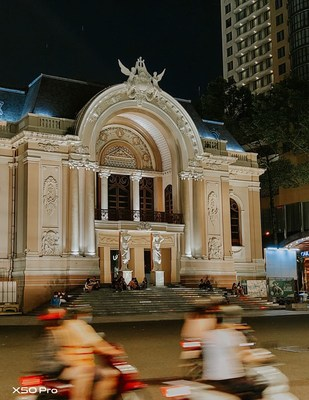 A photo of Hochiminh City Municipal Theatre, shot on X50 Pro by travel blogger Ly Thanh Co (@lythanhco)