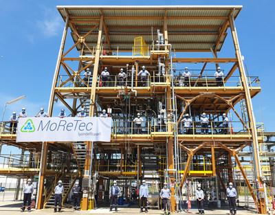 A LyondellBasell inaugurou com sucesso seu centro de reciclagem molecular MoReTec em suas instalações em Ferrara, na Itália. A planta piloto conclui o próximo passo da empresa rumo à conversão em escala industrial de resíduos plásticos em matéria prima.