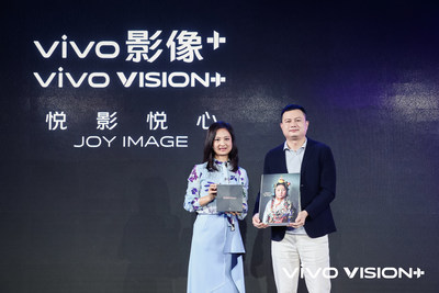 Wang Yan (left) and Michael Chang (right) announce the vivo VISION+ Mobile Photography Awards