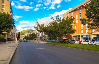 Proyectos de repavimentación son frecuentemente financiados por medio de contribuciones de mejoras en Bogotá, Colombia. Por: Working in Media/iStock.