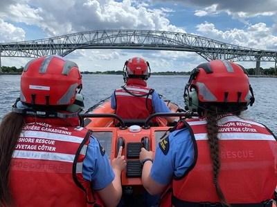 L'équipage du service d'ESC de la Garde côtière canadienne de Port Lambton sur la rivière Sainte-Claire. La saison du service d'ESC en Ontario a pris fin le 9 septembre 2020. (Groupe CNW/Garde côtière canadienne)