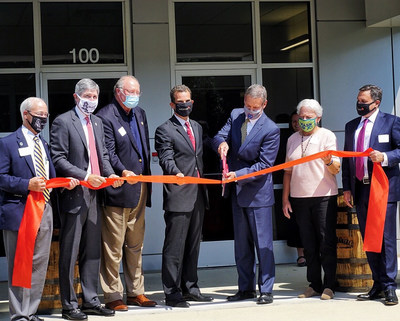 Tennessee Governor, Bill Lee, Officiates Ribbon-Cutting at LabConnect