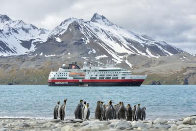 Entre le 10 septembre et le 31 octobre 2020, Hurtigruten proposera une offre « achetez-en un, obtenez le deuxième à moitié prix » sur certains itinéraires en Alaska pour l'année 2021, ainsi que certaines expéditions en Norvège et certains itinéraires en Antarctique pour 2021 et 2022. (PRNewsfoto/Hurtigruten)