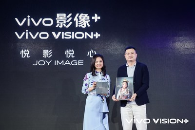 Wang Yan (left) and Michael Chang (right) announce the vivo VISION+ Mobile Photography Awards (PRNewsfoto/Vivo)