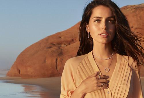 Ana de Armas Stars in The Natural Diamond Council's First Ever Celebrity Campaign (PRNewsfoto/Natural Diamond Council)
