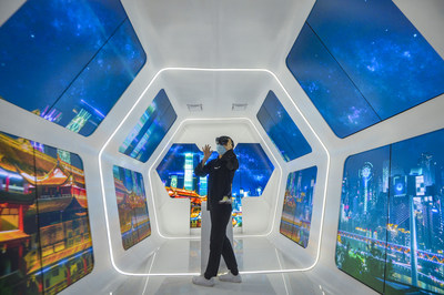 A visitor is experiencing smart tourism in Chongqing Lijia Intelligent Park on September 15, 2020.