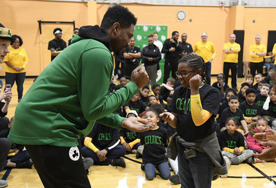 Celtics legend Leon Powe with YMCA youth at Fit to Win kickoff event in February.