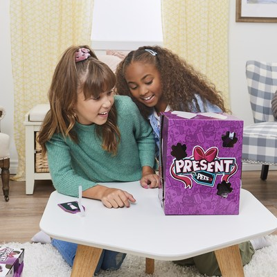 Presents Pets will bark and paw their way out of the box and into their heart (CNW Group/Spin Master)