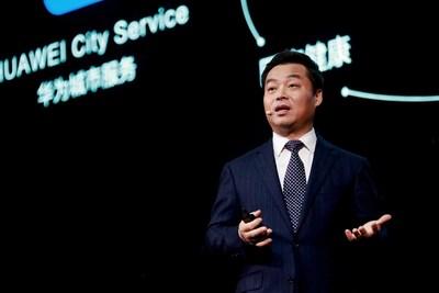 """Zhang Ping'an, Presidente do Serviço de Nuvem do Cliente do Huawei Consumer Business Group, realizou um discurso introdutório intitulado """"Vamos progredir juntos com o HMS"""". (PRNewsfoto/Huawei Consumer Business Group)"""