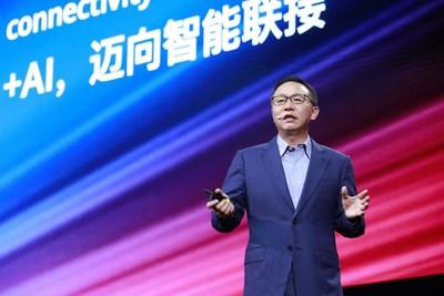 David Wang, director ejecutivo de Huawei y presidente del comité de revisión de inversiones, anuncia soluciones de conectividad inteligente válidas para todos los escenarios (PRNewsfoto/Huawei)