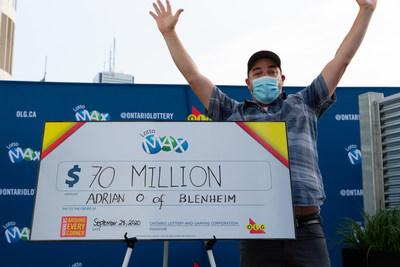 Adrian Olmstead de Blenheim, Ontario célèbre son gain de 70 millions $ de LOTTO MAX. (Groupe CNW/OLG Winners)