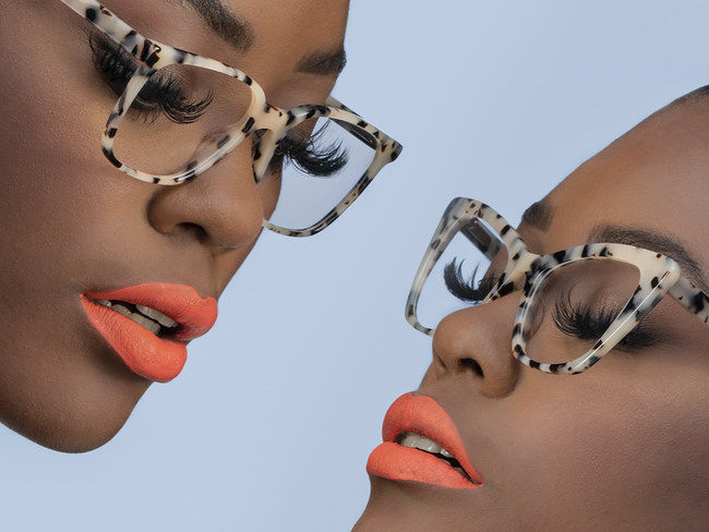 Since the inception of Hip Optical, 21,467 pairs of glasses are donated in cooperation with the non-profit organization RestoringVision.