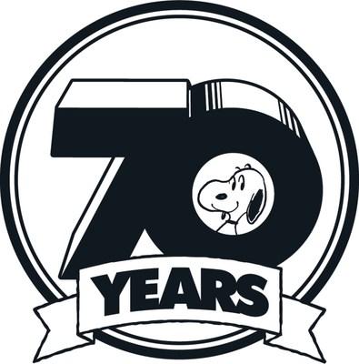 Em 2 de outubro de 1950, Charlie Brown apareceu pela primeira vez nas páginas de quadrinhos de sete jornais norte-americanos. Nos dias e anos seguintes, ele se juntou aos amigos Lucy e Linus, sua irmã Sally e, é claro, o beagle favorito de todos, Snoopy. Sete décadas mais tarde, a turma do Minduim deixou uma marca indelével na cultura pop global em todo o mundo.