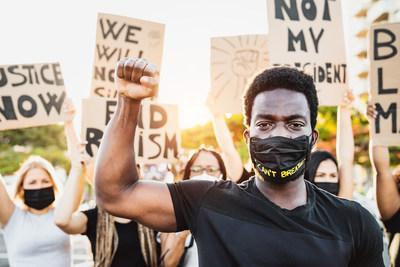 Una encuesta nacional revela que la desigualdad estructural, la brutalidad policial y la pandemia del coronavirus son los temas que más preocupan a los jóvenes votantes de color de cara a las elecciones. (PRNewsfoto/Advancement Project National Office)