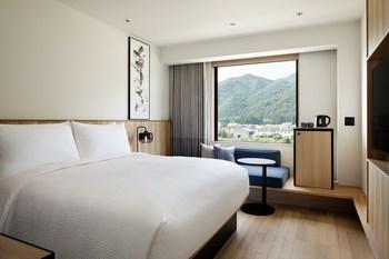 Fairfield Gifu Mino King Guest Room