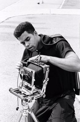 Curtiss Randolph, l'un des trois lauréats du Prix Nouvelle génération de photographes.  Crédit photo : Brendan Gore (Groupe CNW/Scotiabank)