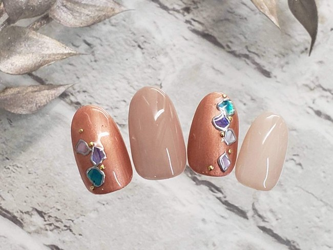Artificial Nails, Fake Nails, Ethical Nail Tips made of 100 % Nature Biomass Biodegradable Resin with nail color decoration