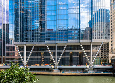 110 North Wacker Drive, view from the Chicago Riverfront (Nick Ulivieri Photography)