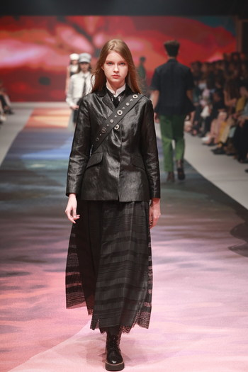"""With """"MULAN"""" as the theme of the SHIATZY CHEN 2021 SS collection, we see Design Director Chen Tsai-Hsia drawing inspirations from the legendary female figure Mulan as well as her courageous spirit to become her own kind of woman, and interprets the brand-new style of contemporary women."""