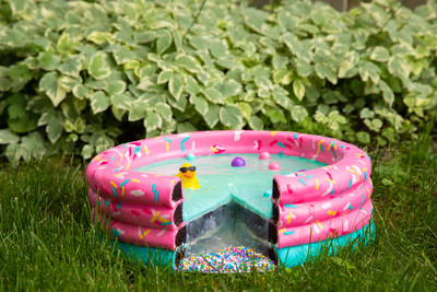 That's not a pool - it's a cake!