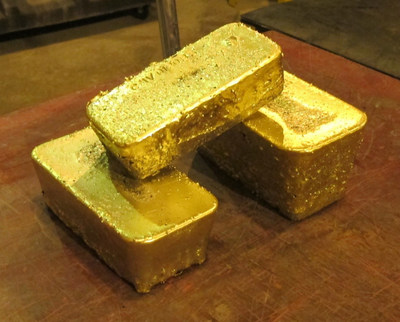 Castle Mountain First Gold Pour – October 15, 2020 Approximately 727 ounces of contained gold (CNW Group/Equinox Gold Corp.)