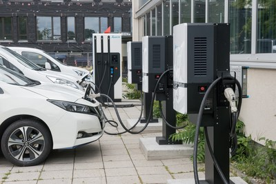 Delta collaborates with Brandenburgische Technische Universität (BTU) on an on-site proof-of-concept smart grid, which includes the installation of Ultra Fast EV chargers and vehicle-to-grid (V2G) bi-directional EV chargers.