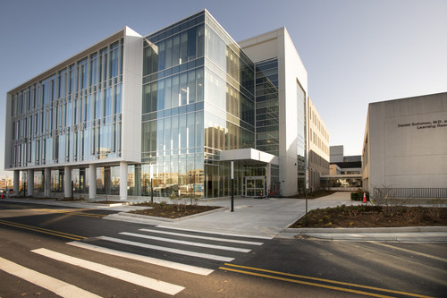 Rosalind Franklin University's Innovation and Research Park, located between Chicago and Milwaukee, is designed for collaboration among academic and industry scientists and entrepreneurs. Currently home to six disease-focused research centers, the four-story IRP includes 100,000 square feet of state-of-the-art research, office and meeting space. Available space is built to specification to suit the needs of a wide-range of healthcare industries and startups.