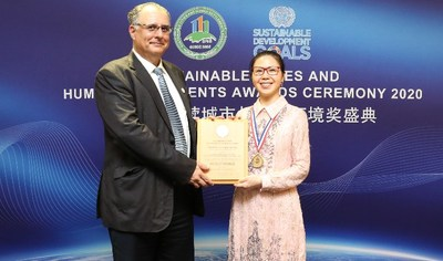 Mr. Alex Camprubi, Member of the Technical Committee of the Asian Habitat Society in consultative status with the United Nations (ECOSOC) with Dr. Kelly Wang, Deputy General Manager of Country Garden Overseas and SAR Division, the representative of Forest City