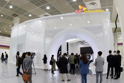 """SK Innovation sets up a booth at 'InterBattery2020' held in Seoul, Korea from October 21-23 to showcase its innovative technologies under the theme of """"SAFER THAN EVER, FAST THAN EVER, LONGER THAN EVER."""""""