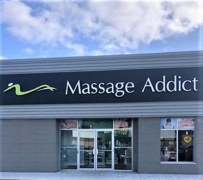 Massage Addict 100th clinic.  St-John's Newfoundland. (CNW Group/Massage Addict)