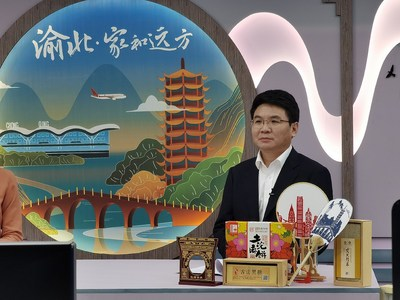 Tan Qing, head of Yubei District, is promoting cultural tourism of Yubei District in southwest China's Chongqing Municipality through an online live-streaming platform. (PRNewsfoto/Xinhua Silk Road)