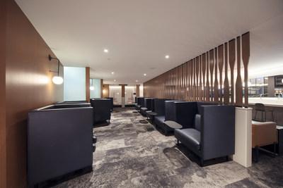 Des espaces réservés à la détente ou au branchement pour le travail et les loisirs, dotés d'une connexion WiFi, de services d'impression gratuits et d'un espace de réunion équipé de commodités numériques qu'il est possible de réserver. (Groupe CNW/WESTJET, an Alberta Partnership)
