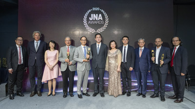 L to R: Peter Suen of Chow Tai Fook Jewellery Group, David Bondi of Informa Markets, Margaret Ma Connolly of Informa Markets, Lifetime Achievement Award Recipients: Lawrence MA Yung Yi, Kent Wong Siu Kee, Bernard Chan Pak-li, Under Secretary, Commerce and Economic Development Bureau of Hong Kong, Letitia Chow of Informa Markets Jewellery, Hamilton Cheng of Chow Tai Fook Jewellery Group, Chow Kit Shing of C. S. S. Jewellery Co. Limited, Abhishek Parekh of KGK Diamonds (HK) Ltd, Mark Lee of Asia Pacific Institute for Strategy