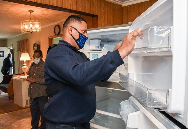 "Commemorating ""ENERGY STAR® Day"" 2020, LG Electronics USA joined forces with Lowe's and Rebuilding Together to help local families ""save today, save tomorrow and save for good"" with energy efficiency upgrades using ENERGY STAR certified LG home appliances."