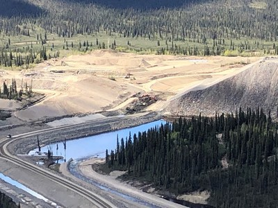 A temporary water diversion flowed into a head pond (right) as the new channel excavated through the old Mine Haul Road (left). (CNW Group/Crown-Indigenous Relations and Northern Affairs Canada)