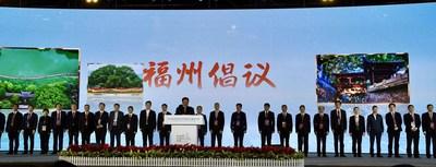 You Mengjun, alcalde de Fuzhou, da lectura a la Iniciativa de Fuzhou. (PRNewsfoto/The Organizing Committee Office of the 2020 China Observance of World Cities Day (Fuzhou))