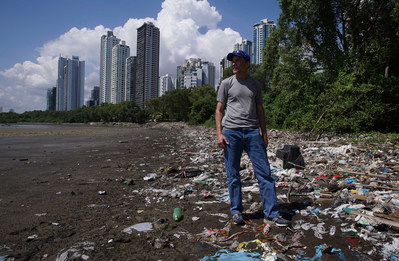 SC Johnson Chairman and CEO Fisk Johnson investigating firsthand the effects of plastic pollution. (PRNewsfoto/SC Johnson)