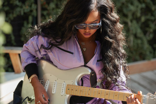 GRAMMY® Award-winning R&B singer-songwriter and multi-instrumentalist H.E.R. discusses the driving forces behind her music with her signature Fender Stratocaster® in Guitar Center's new Make Music holiday video campaign, which launched Thursday, November 5, 2020.