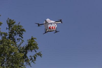 Drone Delivery Canada's AED Sparrow Drone (CNW Group/Drone Delivery Canada)