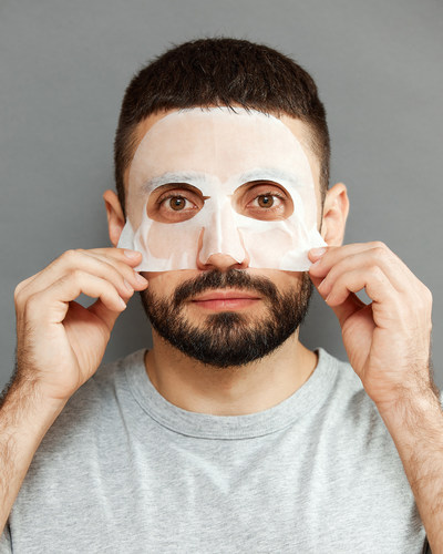 The Indigo Man mask comes in a ready-to-use custom fitted sheet to use at home and the mask's innovative use of Hyaluronic acid delivers deep moisturizing benefits and users begin to notice an immediate effect.