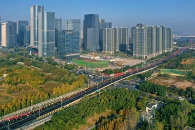 10,000 runners running through Yiwu city.