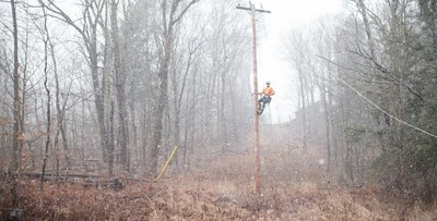 Crews in Parry Sound work through high winds and snowy conditions to restore power to customers following Sunday's severe windstorm. (CNW Group/Hydro One Inc.)