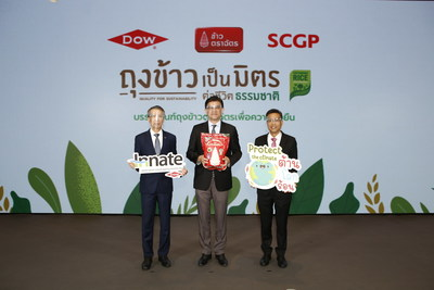 Dow Thailand President (left), Royal Umbrella's Chief Operating Officer (middle) and Prepack's managing director (right) are announcing the collaboration to develop a new generation of recyclable rice bag with Dow's innovative INNATE™ precision packaging resins.