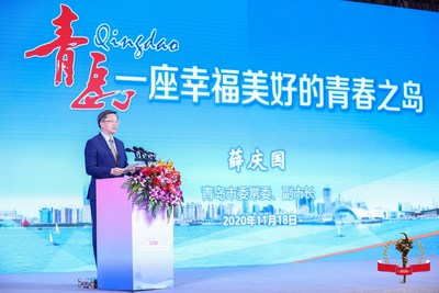 Xue Qingguo, member of the Standing Committee of CPC Qingdao Committee and vice mayor of Qingdao, gives an introduction to Qingdao.