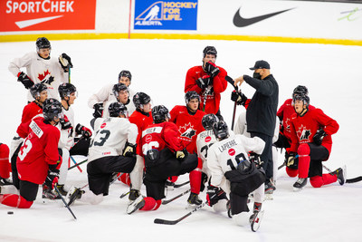 Players on the ice at the National Junior Team Sport Chek Selection Camp in Red Deer, Alberta (November 2020). (CNW Group/Songbird Life Science)