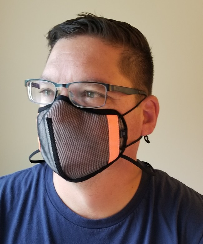 The SHEMA97 mask allows for easy breathing without leaving users feeling stifled. Weighing only six grams, this lightweight mask applies less pressure to the ears, while the applied functional nose support protects from external toxic substances. The SHEMA97 mask is currently being worn by coaches and players throughout the Southeastern Conference.