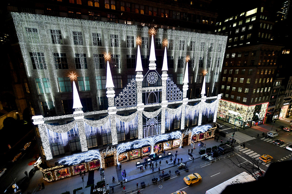 Saks Fifth Avenue Christmas Light Show 2021 Saks Fifth Avenue Unveils Reimagined Multi Night Holiday Window And Light Show Experience