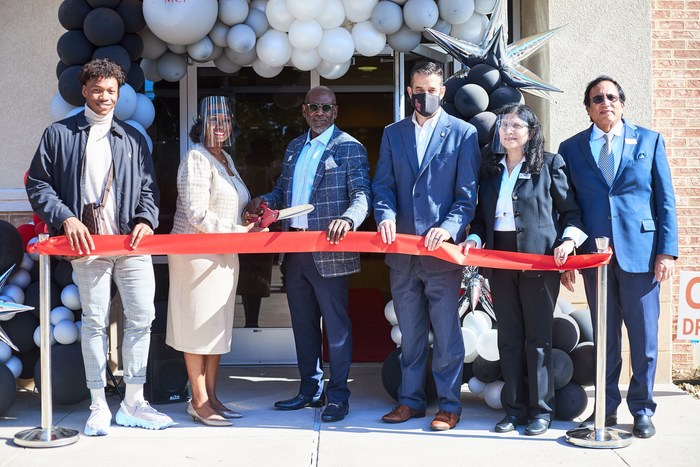 Ribbon Cutting:  From Left:  Isam Berry, Colleen Payne Nabors, MCI, COO, Donnie Nabors, MCI, CEO, Adam McGough, Dallas Deputy Mayor Pro Tem and Councilman, and Drs. Chirita and Vanay Kohlii, MCI Pathologists.