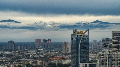 Chengdu offers a snow-capped mountain view. (PRNewsfoto/Chengdu Ecology and Environment Bureau)
