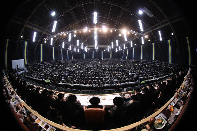 Thousands listening to Satmar Grand Rabbi Aron Teitelbaum at last year's event on Dec. 18, 2019